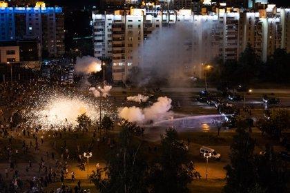 La Policía bielorrusa abre fuego contra manifestantes en la tercera noche de protestas