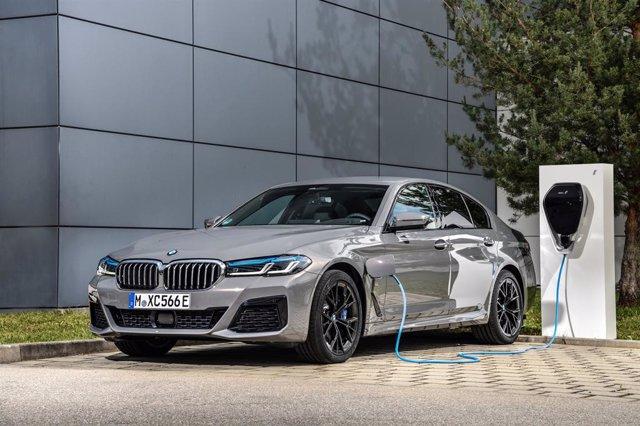 Imagen del nuevo BMW 545e xDrive Berlina.