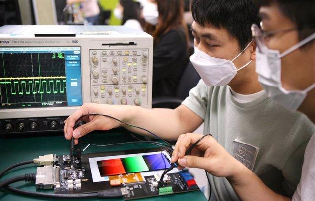 Samsung lanza su pantalla con refresco variable para móviles, que ahorra hasta e