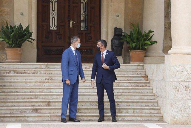 Sánchez trata con Felipe VI en Marivent la situación sanitaria y económica del p