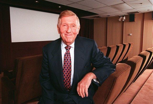 Economía.- Muere el multimillonario Sumner Redstone, principal accionista de Via