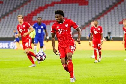 """Alphonso Davies no entrena con el Bayern por """"ligeros problemas"""" musculares"""