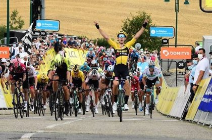 Van Aert sigue de 'dulce' y gana la primera etapa del Dauphiné