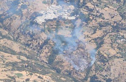 El Infoca refuerza medios para tratar de estabilizar el incendio de Bubión (Granada)