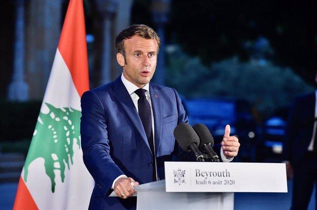 El presidente de Francia, Emmanuel Macron, durante su visita oficial a Líbano tras las explosiones en el puerto de Beirut