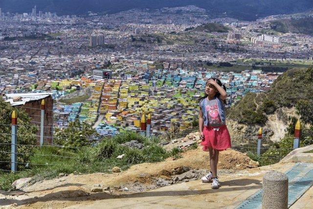 Una niña cerca de Bogotá, Colombia