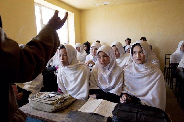 Afganistán.- Un grupo de hombres incendia una escuela en el norte de Afganistán