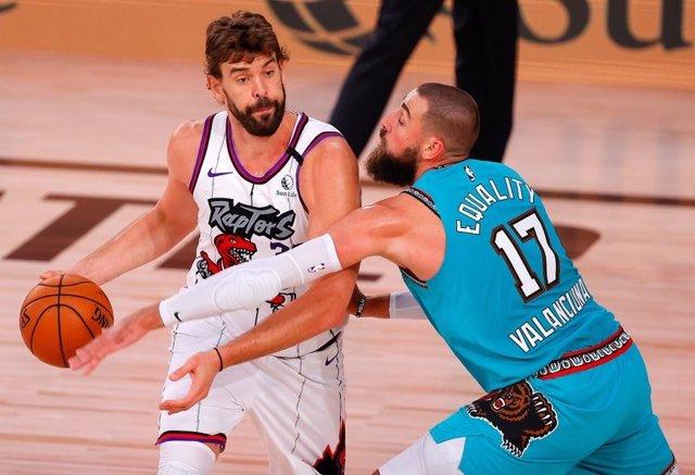 Baloncesto/NBA.- Los Raptors ganan a los Sixers y se medirán a los Nets en los '