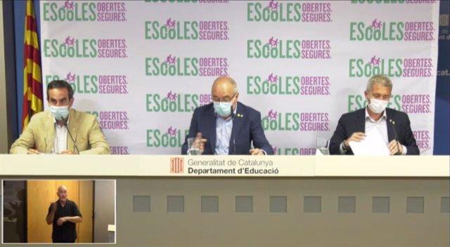 El director general de Professionals de la Salut, Marco Ramentol, el conseller d'Educació, Josep Bargalló, i el director general de Centres Públics, Josep González-Cambray, en la roda de premsa d'aquest dijous 13 d'agost del 2020.