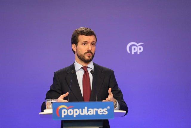 El presidente del Partido Popular, Pablo Casado, interviene en una rueda de prensa convocada ante los medios tras la reunión del Comité de Dirección del PP, en la sede nacional del partido, en Madrid (España), a 9 de marzo de 2020.