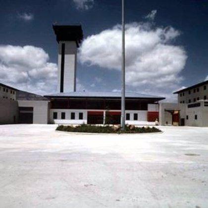 Dos funcionarios de la prisión de Botafuegos (Cádiz), lesionados por un interno