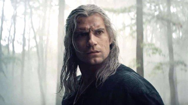 Henry Cavill es el protagonista de The Witcher