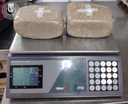 Dos detenidos en el distrito Centro con dos kilos de cocaína gracias a un testigo