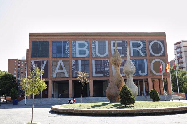 Fachada del Teatro Buero Vallejo días después de que el Ayuntamiento de Alcorcón