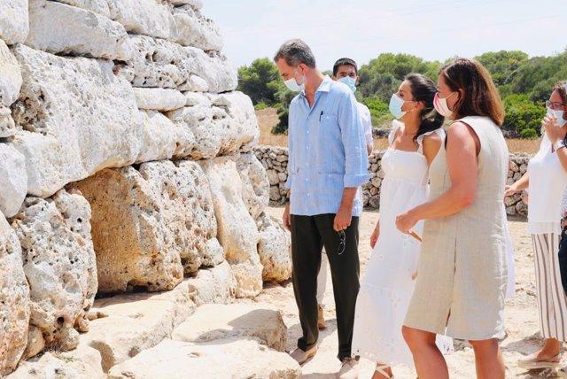 AMP.- Los Reyes conocen la cultura talayótica de Menorca en la Naveta des Tudons