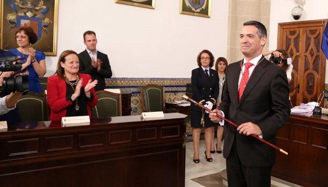 José Javier Ruiz Arana, en su investidura como alcalde de Rota