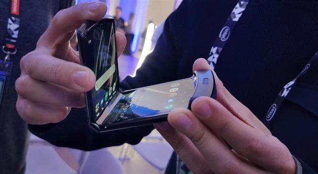 El teléfono con pantalla flexible Motorola Razr, presentado en España por Lenovo en Accelerate 19.