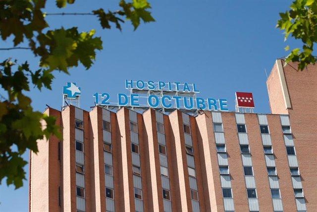 Fachada del Hospital 12 de Octubre donde durante la mañana de hoy decenas de celadores se han concentrado tras ser excluidos de la catalogación de personal de riesgo. En Madrid, (España), a 13 de agosto de 2020.