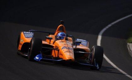 Alonso mantiene el pulso con Indianápolis pese a un accidente
