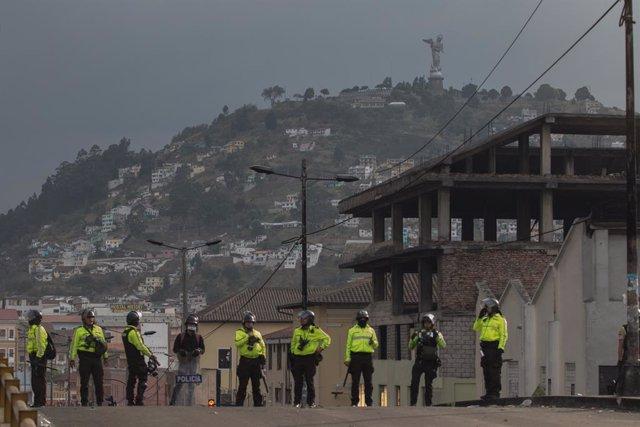 Ecuador.- Decretan prisión domiciliaria para el expresidente de Ecuador Abdalá B