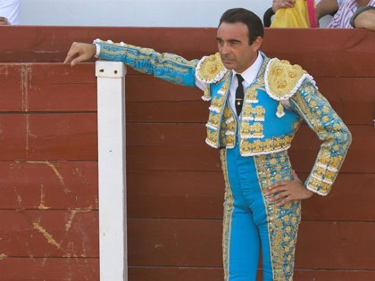 Enrique Ponce vuelve a triunfar en los ruedos con la ausencia de Ana Soria en el tendido.