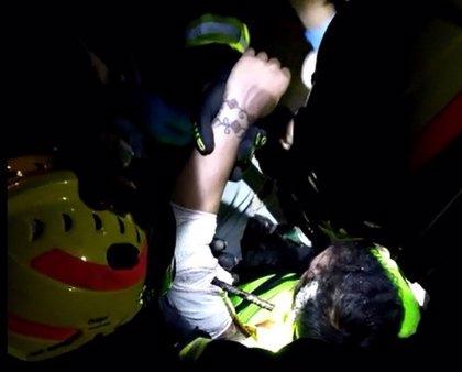Herido tras caer accidentalmente en la zanja de una obra en Málaga y clavarse una gavilla metálica en el brazo