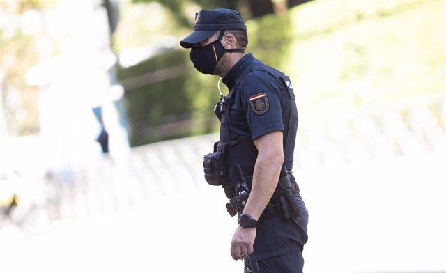 Un agente de la Policía Nacional en servicio, en Madrid (España), a 14 de julio de 2020.