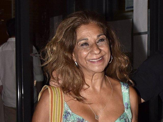 Lolita Flores, muy sonriente, en la presentación de su última obra de teatro
