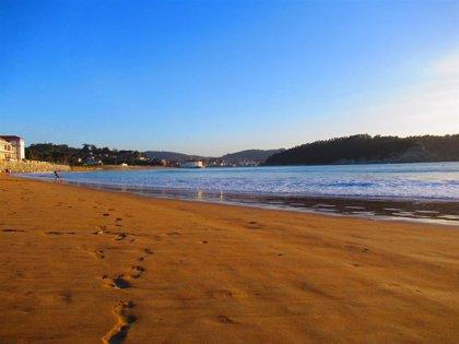 La bandera roja ondea en las playas vizcaínas de La Arena y Barinatxe y otros seis arenales tienen bandera amarilla