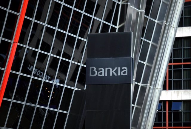 Logo de la entidad bancaria Bankia, en su sede en una de las torres Kio de Madrid.