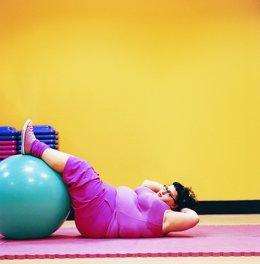 Mujer obesa, obesidad, sobrepeso, ejercicio, gimnasio