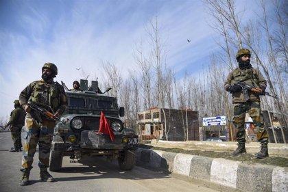 Un presunto ataque miliciano mata a dos policías indios en Cachemira antes del Día de la Independencia