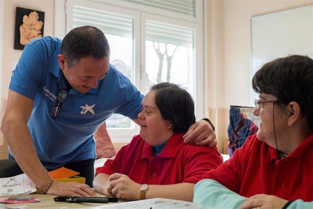 Voluntarios de 'la Caixa' impulsan la visibilización del autismo a través del teatro social