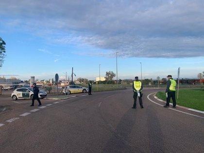 Policía y Guardia Civil intensifican el control del uso de mascarillas, distancias y aforos en Extremadura