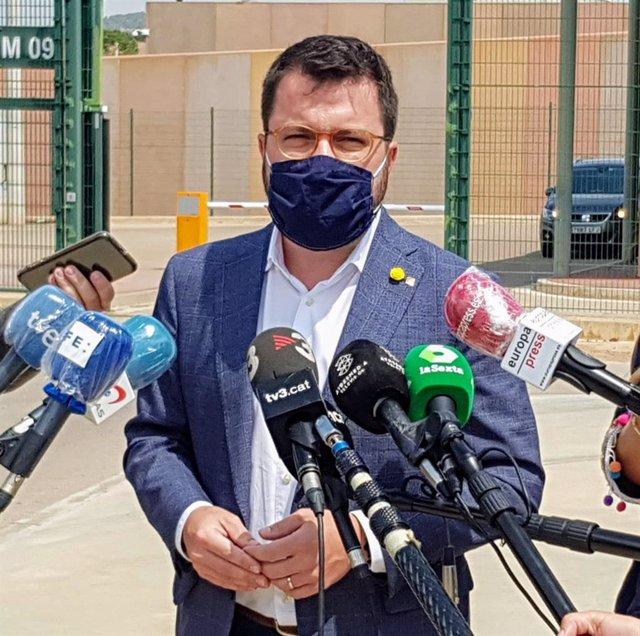 El vicepresidente y conseller de Economia, Pere Aragonès, desde las puertas de la cárcel de Lledoners