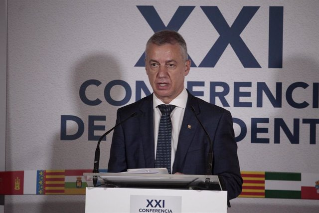 El lehendakari Iñigo Urkullu, comparece ante los medios de comunicación en la Sala San Millán del monasterio de Yuso tras la XXI Conferencia de Presidentes en San Millán de la Cogolla, La Rioja