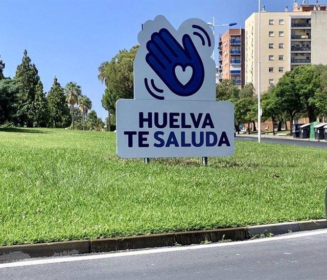 Valla promocional de la campaña 'Huelva te Saluda'.