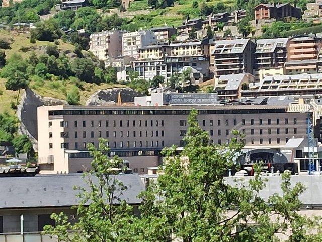 L'Hospital Nostra Senyora de Meritxell vist donis del passeig del Rec de l'Obac.