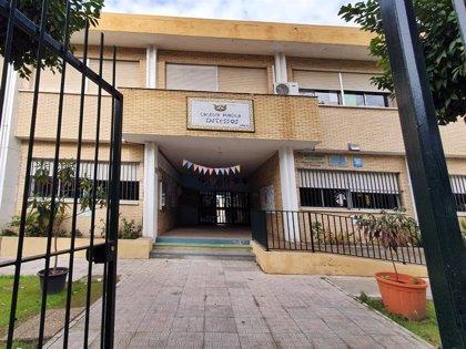 """Ls AMPA de San Juan (Sevilla) recogen firmas para reclamar una """"vuelta segura"""" a los colegios"""