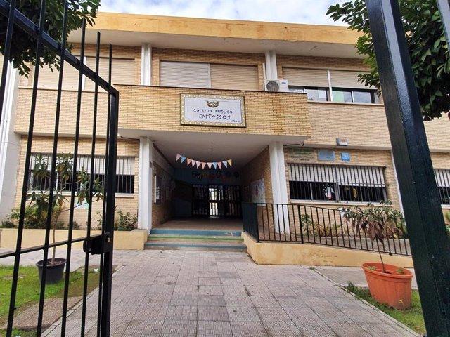 Entrada principal del colegio Tartesos, en San Juan