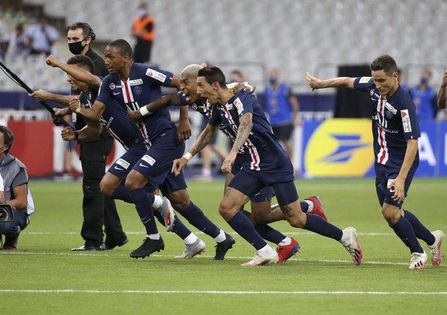 Fútbol/Champions.- La UEFA multa al PSG con 30.000 euros por retrasar el comienz