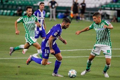El Real Betis confirma dos nuevos positivos por covid-19 y el Cádiz anuncia un caso