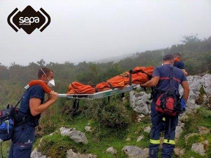 Rescatado un hombre que se había lesionado en un pie en el entorno de los Lagos de Covadonga