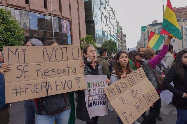 """Bolivia.- La Fiscalía de Bolivia dice haber hallado material electoral """"apilado"""""""