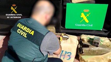 La Guardia Civil intercepta un cargamento de 525 kilos de hachís en el interior de un vehículo