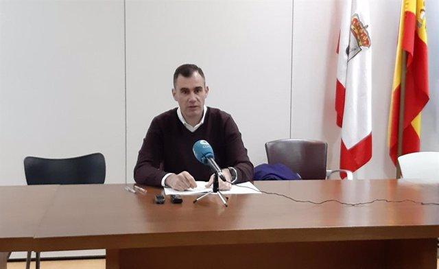 El concejal de Ciudadanos en el Ayuntamiento de Gijón, Rubén Pérez Carcedo, en rueda de prensa