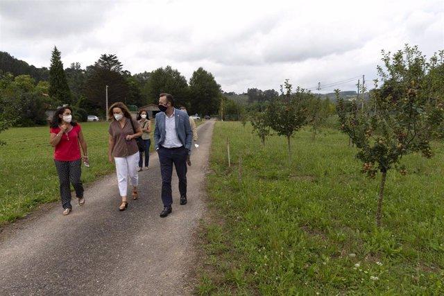 El consejero de Desarrollo Rural, Ganadería, Pesca, Alimentación y Medio Ambiente, Guillermo Blanco, visita el vivero forestal del Gobierno de Cantabria en Villapresente