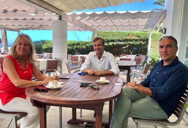 La alcaldesa de Marbella y senadora, Ángeles Muñoz; el vicesecretario de Política Territorial del PP, Antonio González Terol, y el presidente del PP de Málaga, portavoz del PP-A y consejero de Presidencia de la Junta de Andalucía, Elías Bendodo