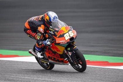 Raúl Fernández repite pole en Moto3 en Austria; Gardner, primero en Moto2