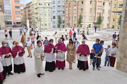 La catedral de Santander estrena vestíbulo con la remodelada plaza de Eguino y Trecu